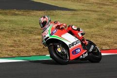 MUGELLO - ITÁLIA, O 13 DE JULHO: O cavaleiro Nicky Hayden dos E.U. Ducati em TIM 2012 MotoGP de Itália em Mugello circuita o 13 d Foto de Stock Royalty Free