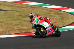 MUGELLO - ITÁLIA, O 13 DE JULHO: O cavaleiro Nicky Hayden dos E.U. Ducati em TIM 2012 MotoGP de Itália em Mugello circuita o 13 d Fotografia de Stock Royalty Free