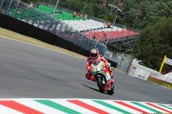 MUGELLO - ITÁLIA, O 13 DE JULHO: O cavaleiro Nicky Hayden dos E.U. Ducati em TIM 2012 MotoGP de Itália em Mugello circuita o 13 d Fotografia de Stock