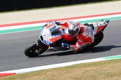MUGELLO - ITÁLIA, O 3 DE JUNHO: Cavaleiro Andrea Dovizioso Win de Ducati do italiano o GP de 2017 OAKLEY MotoGP de Itália o 3 de  Imagens de Stock