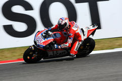 MUGELLO - ITÁLIA, O 3 DE JUNHO: Cavaleiro Andrea Dovizioso Win de Ducati do italiano o GP de 2017 OAKLEY MotoGP de Itália o 3 de  Fotografia de Stock Royalty Free