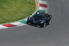 MUGELLO, ITALIA - 12 aprile 2017: Lo sconosciuto guida Ferrari FXX K durante XX i programmi dei giorni di corsa di Ferrari in cir Fotografia Stock Libera da Diritti