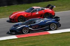 MUGELLO, ITALIA - 12 aprile 2017: Lo sconosciuto guida Ferrari FXX K durante XX i programmi dei giorni di corsa di Ferrari in cir Fotografia Stock