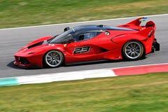 MUGELLO, ITALIA - 12 de abril de 2017: El desconocido conduce Ferrari FXX K durante XX programas de los días que compiten con de  Fotos de archivo libres de regalías