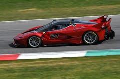 MUGELLO, ITALIA - 12 de abril de 2017: El desconocido conduce Ferrari FXX K durante XX programas de los días que compiten con de  Imagen de archivo libre de regalías