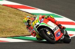 MUGELLO - ITALIA, EL 13 DE JULIO: Jinete Valentino Rossi de Ducati del italiano durante GP 2012 de TIM MotoGP de Italia el 13 de  Imágenes de archivo libres de regalías