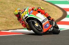 MUGELLO - ITALIA, EL 13 DE JULIO: Jinete Valentino Rossi de Ducati del italiano durante GP 2012 de TIM MotoGP de Italia el 13 de  Imagen de archivo libre de regalías