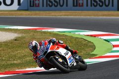 MUGELLO - ITALIA, IL 3 GIUGNO: Cavaliere Andrea Dovizioso Win di Ducati dell'italiano il GP di 2017 OAKLEY MotoGP dell'Italia il  Immagine Stock Libera da Diritti