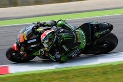 MUGELLO - ITALIA, IL 29 MAGGIO: Cavaliere Bradley Smith di Britannici Yamaha a TIM 2015 MotoGP dell'ITALIA al circuito di Mugello fotografia stock libera da diritti