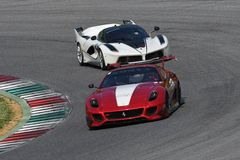 MUGELLO, ITALIA - MAGGIO 2017: Lo sconosciuto guida Ferrari 599XX durante XX i programmi dei giorni di corsa di Ferrari in circui Fotografie Stock Libere da Diritti