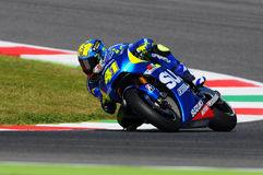 MUGELLO - ITALIA, MAJ 29: Hiszpańszczyzny Suzuki jeździec Aleix Espargaro przy 2015 TIM MotoGP Włochy przy Mugello Zdjęcie Stock