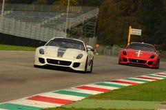 MUGELLO, ITALIA - NOVEMBRE 2013: Lo sconosciuto guida Ferrari 599XX durante XX i programmi di Finali Mondiali Ferrari - il giorno Immagini Stock Libere da Diritti