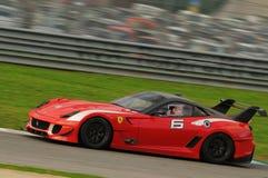 MUGELLO, ITALIA - NOVEMBRE 2013: Lo sconosciuto guida Ferrari 599XX durante XX i programmi di Finali Mondiali Ferrari - il giorno Fotografia Stock Libera da Diritti