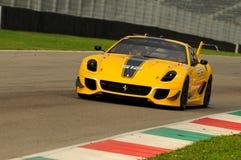 MUGELLO, ITALIA - NOVEMBRE 2013: Lo sconosciuto guida Ferrari 599XX durante XX i programmi di Finali Mondiali Ferrari - il giorno Fotografia Stock