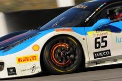 MUGELLO, ITALIA - NOVIEMBRE DE 2015: Desafío desconocido EVO de Ferrari 458 de las impulsiones imágenes de archivo libres de regalías