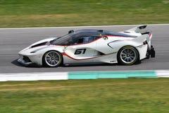 MUGELLO, ITALIE - 12 avril 2017 : L'inconnu conduit Ferrari FXX K pendant XX les programmes des jours de emballage de Ferrari dan Photographie stock libre de droits