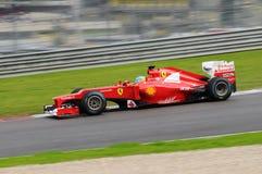 MUGELLO, ITALIE 2012 : Fernando Alonso de l'équipe de Ferrari F1 emballant au Formule 1 Teams des jours d'essai au circuit de Mug photographie stock libre de droits