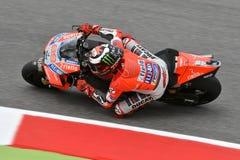 MUGELLO - ITALIE, LE 1ER JUIN 2018 : Cavalier Jorge Lorenzo d'équipe de Ducati d'Espagnol pendant la pratique au généraliste 2018 Photos stock