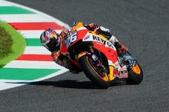 MUGELLO - ITALIE, LE 29 MAI : Cavalier Dani Pedrosa de Honda d'Espagnol chez TIM 2015 MotoGP de l'Italie au circuit de Mugello Photo libre de droits