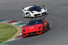 MUGELLO, ITALIE - MAI 2017 : L'inconnu conduit Ferrari 599XX pendant XX les programmes des jours de emballage de Ferrari dans le  Photographie stock libre de droits