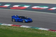 MUGELLO ITALIEN - April 12, 2017: Okändadrev Ferrari FXX K under XX program av Ferrari tävlings- dagar i den Mugello strömkretsen Fotografering för Bildbyråer