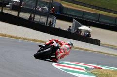 MUGELLO - ITALIEN, JULI 13: Ryttare Nicky Hayden för USA Ducati på TIM 2012 MotoGP av Italien på den Mugello strömkretsen på Juli Arkivfoto