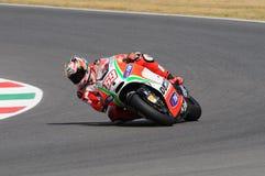 MUGELLO - ITALIEN, JULI 13: Ryttare Nicky Hayden för USA Ducati på TIM 2012 MotoGP av Italien på den Mugello strömkretsen på Juli Arkivbilder