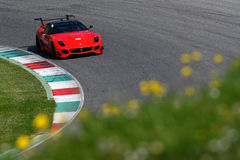 MUGELLO ITALIEN -, MAY 2017: Okända kör Ferrari 599XX under Ferrari tävlings- dagar på den Mugello strömkretsen Arkivfoto