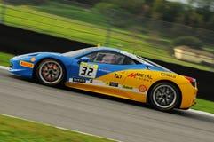 MUGELLO ITALIEN - NOVEMBER, 2013: Ferrari 458 utmaning under Finali Mondiali Ferrari - Ferrari tävlings- dagar i den Mugello strö Royaltyfria Bilder