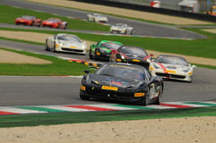 MUGELLO ITALIEN - NOVEMBER, 2013: Ferrari 458 utmaning under Finali Mondiali Ferrari - Ferrari tävlings- dagar i den Mugello strö Royaltyfria Foton