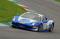 MUGELLO ITALIEN - NOVEMBER, 2013: Ferrari 458 utmaning under Finali Mondiali Ferrari - Ferrari tävlings- dagar i den Mugello strö Arkivbild