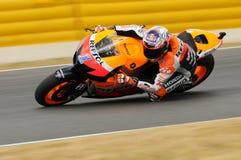 MUGELLO - 13. JULI: Casey Stoner von Team Repsol Honda läuft an qualifizierender Sitzung von Moto GP Grandprix von Italien am 13. Lizenzfreies Stockbild