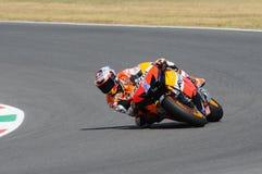 MUGELLO - 13. JULI: Casey Stoner von Team Repsol Honda läuft an qualifizierender Sitzung von Moto GP Grandprix von Italien am 13. Stockfoto