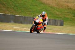 MUGELLO - 13 JULI: Daniel Pedrosa van het teamrassen van Repsol Honda bij Kwalificerende Zitting van GP Grand Prix van Moto van I Stock Afbeelding