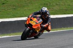 Mugello - l'ITALIA, IL 1° GIUGNO: Fabbrica spagnola di Red Bull Ktm che corre il ² di Team Rider Pol Espargarà al GP 2018 dell'It immagini stock