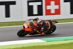 Mugello - l'ITALIA, il 2 giugno: Fabbrica di Britannici Red Bull Ktm che corre Team Rider Bradley Smith durante la sessione di qu immagini stock