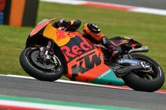 Mugello - l'ITALIA, il 2 giugno: Fabbrica di Britannici Red Bull Ktm che corre Team Rider Bradley Smith durante la sessione di qu fotografia stock