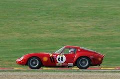 MUGELLO, IT, Listopad, 2007: Nieznane biega z starym 1962 Ferrari 250 GTO przy Mugello obwodem w Italy podczas Finali Mondiali Fe Fotografia Royalty Free
