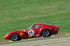 MUGELLO, IT, Listopad, 2007: Nieznane biega z starym 1962 Ferrari 250 GTO przy Mugello obwodem w Italy podczas Finali Mondiali Fe Zdjęcie Royalty Free