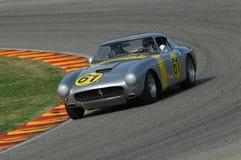 MUGELLO, IT, Listopad, 2007: Nieznane biega z starymi 1960s Ferrari 250 przy Mugello obwodem w Italy Zdjęcia Royalty Free