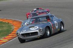 MUGELLO, IT, Listopad, 2007: Nieznane biega z starymi 1960s Ferrari 250 przy Mugello obwodem w Italy Zdjęcie Royalty Free