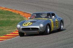 MUGELLO, IT, Listopad, 2007: Nieznane biega z starymi 1960s Ferrari 250 przy Mugello obwodem w Italy Zdjęcie Stock