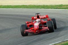 MUGELLO, IT, Listopad, 2007: Oficjalni kierowcy Felipe Massa, Kimi Raikkonen, Luca Badoer i Marc Genè, biegają z Nowożytnym Ferr Zdjęcie Royalty Free