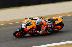 MUGELLO - 13 LUGLIO: Daniel Pedrosa del gruppo di Repsol Honda corre alla sessione di qualificazione del Gran Premio del GP di Mo Fotografia Stock Libera da Diritti