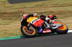 MUGELLO - 13 LUGLIO: Daniel Pedrosa del gruppo di Repsol Honda corre alla sessione di qualificazione del Gran Premio del GP di Mo Immagine Stock