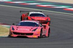 Mugello obwód Włochy, Lipiec, - 17, 2016: Ferrari 488 GT3 Łatwa rasy drużyna, jadących d Mancinelli i G Romanelli Obrazy Stock