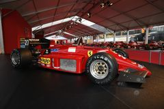 MUGELLO IT, Oktober, 2017: Ferrari F1 F156/85 turboladdare av Rene Arnoux och Michele Alboreto på paddockshowen av Ferrari årsdag Royaltyfria Foton