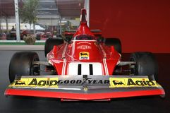 MUGELLO, IT, Październik, 2017: Rocznik Ferrari F1 312 B4 1974 Clay Regazzoni i Niki Lauda przy padoku przedstawieniem Ferrari ro Zdjęcie Stock