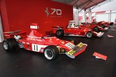 MUGELLO, IT, Październik, 2017: Rocznik Ferrari F1 312 B4 1974 Clay Regazzoni i Niki Lauda przy padoku przedstawieniem Ferrari ro Obrazy Royalty Free