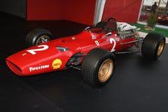 MUGELLO, IT, Październik, 2017: Rocznik Ferrari F1 312 1967 Lorenzo Bandini i Chris Amon przy padoku przedstawieniem Ferrari rocz Zdjęcia Royalty Free